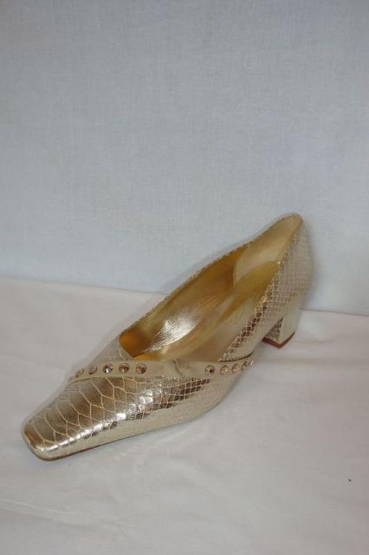 549a2e23a876 Cipők : CSANGO&RINALDI arany alkalmi cipő