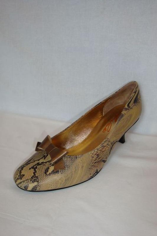 2f9fb6594d6b CSANGO&RINALDI kígyóbőr mintás cipő