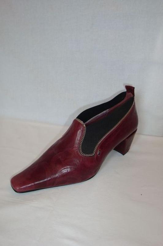 99b2f357004c CSANGO&RINALDI padlizsán cipő